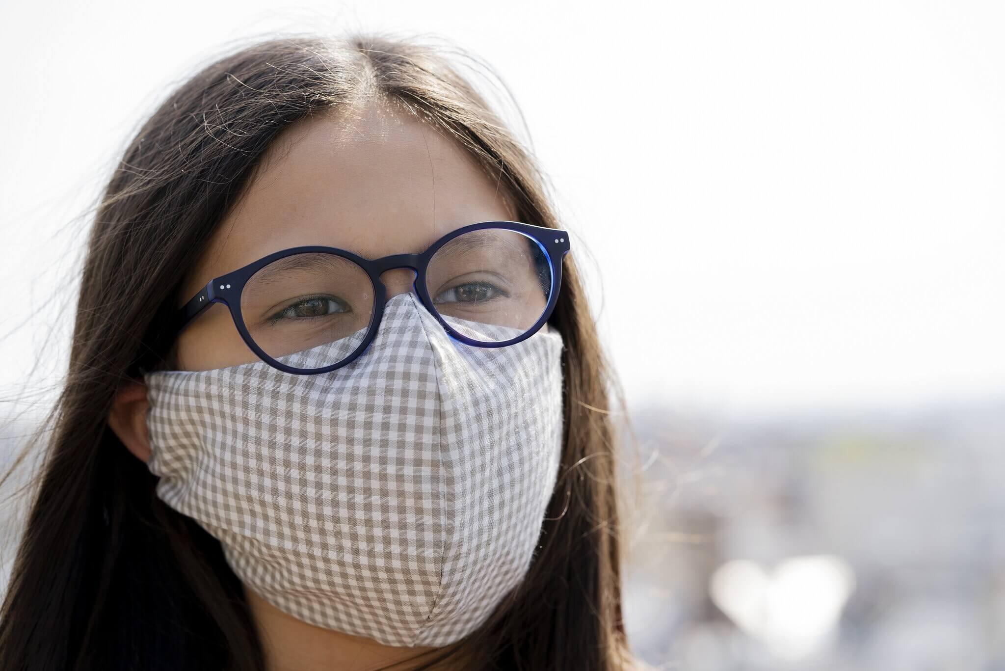 Может ли ношение очков защитить от коронавируса?