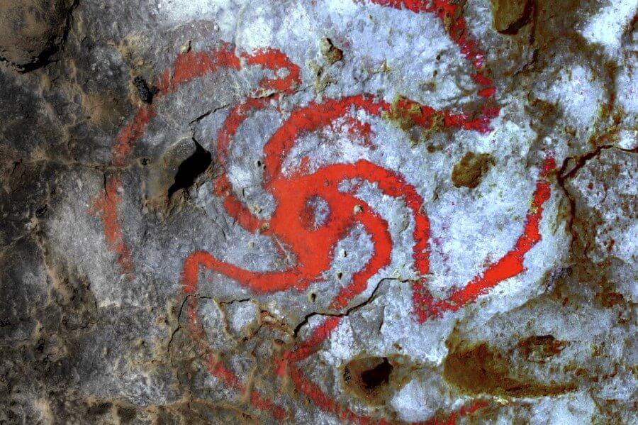 Зачем древние люди рисовали на стенах абстрактные рисунки?
