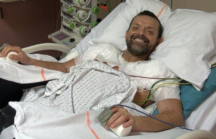 Хирурги впервые в истории пересадили человеку две чужие руки