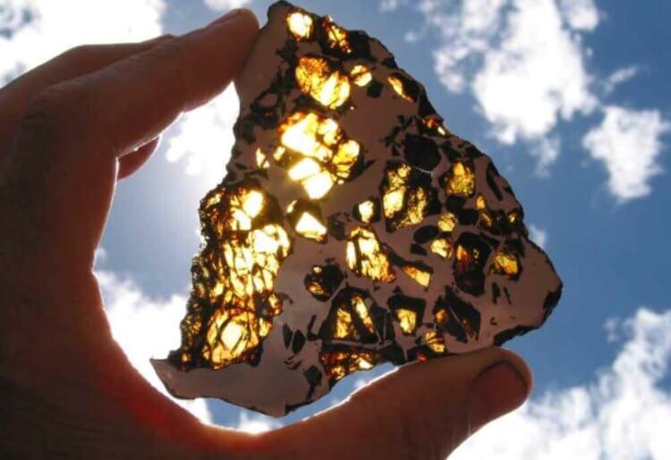 Сколько стоят самые редкие метеориты и где их купить?