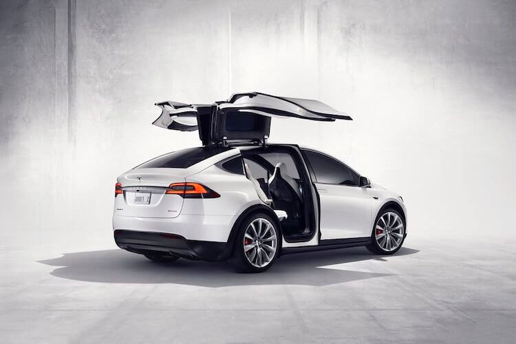 На чем на самом деле зарабатывает Tesla