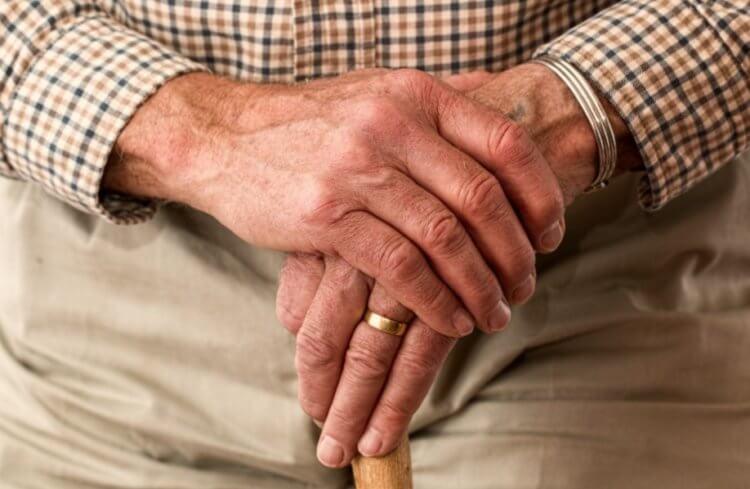 Почему у людей с возрастом слабеют мышцы?