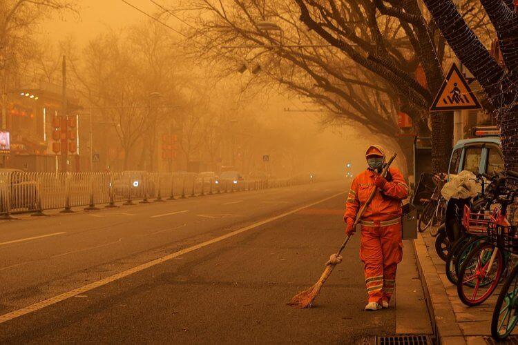 Самая мощная за последние 10 лет песчаная буря обрушилась на Китай и Монголию