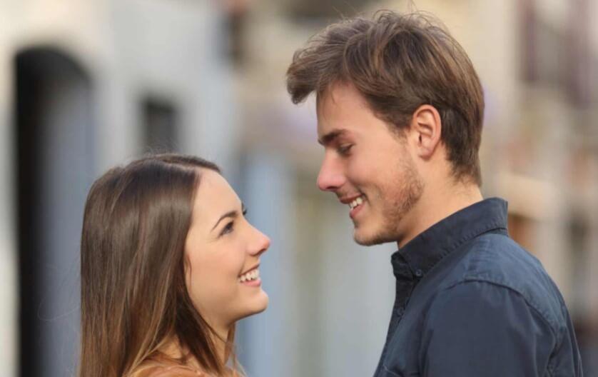 Почему люди меняют свой стиль общения после влюбленности