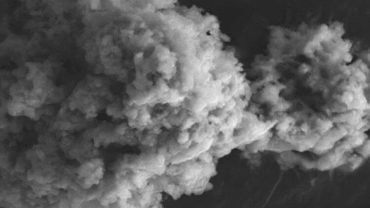 Каждый год на Землю выпадает 5200 тонн космической пыли. Чем она интересна?