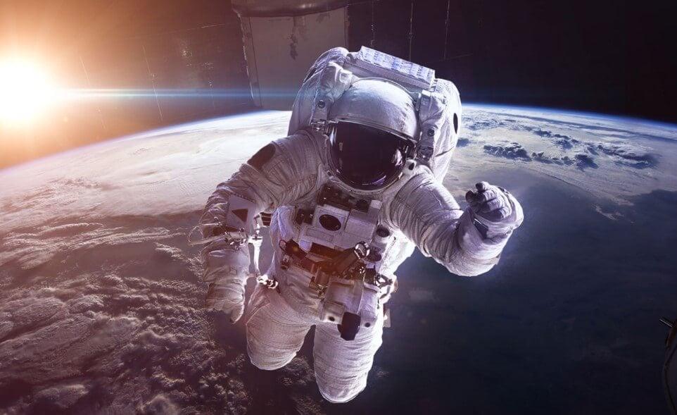 Из-за чего у людей в космосе начинают дергаться глаза?
