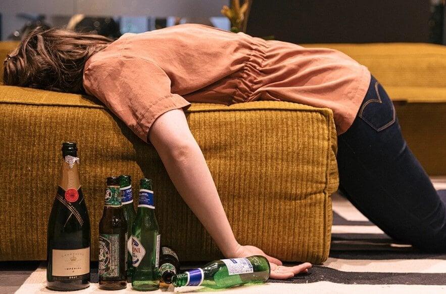 Из-за алкоголя людям сложнее соблюдать социальную дистанцию