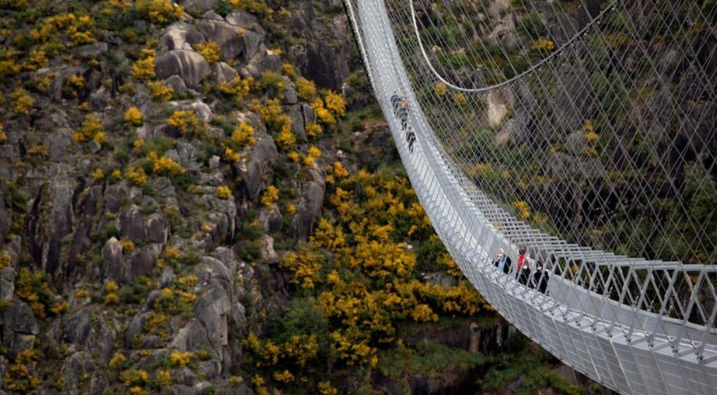В Португалии открыт самый длинный висячий мост на высоте 175 метров