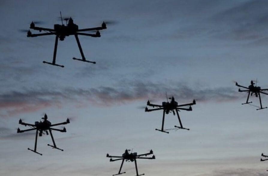 Летающий робот совершил атаку на людей. Началось восстание машин