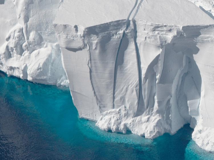 Под самым опасным ледником на Земле обнаружен аномальный источник тепла