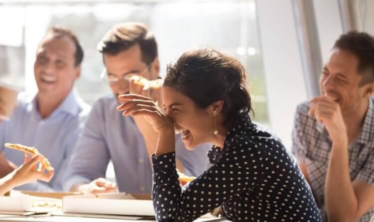 Как плохие шутки влияют на репутацию мужчин и женщин?
