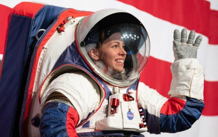 Илон Маск хочет отправить людей на Луну раньше 2024 года