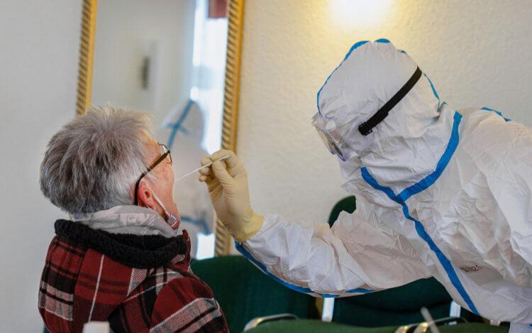 Бороться с COVID-19 иммунитету помогают перенесенные ранее коронавирусные простуды