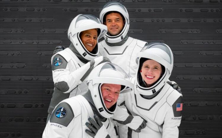 Компания SpaceX запустит в космос обычных людей. Где смотреть трансляцию?