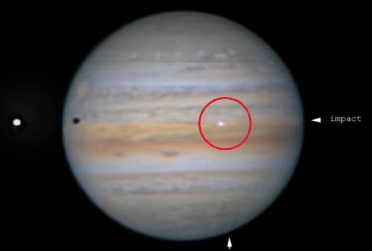 На поверхность Юпитера упал загадочный объект