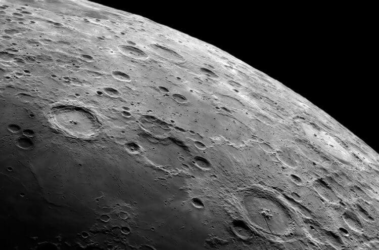 Почему на Луне должно быть больше кратеров, чем сейчас?