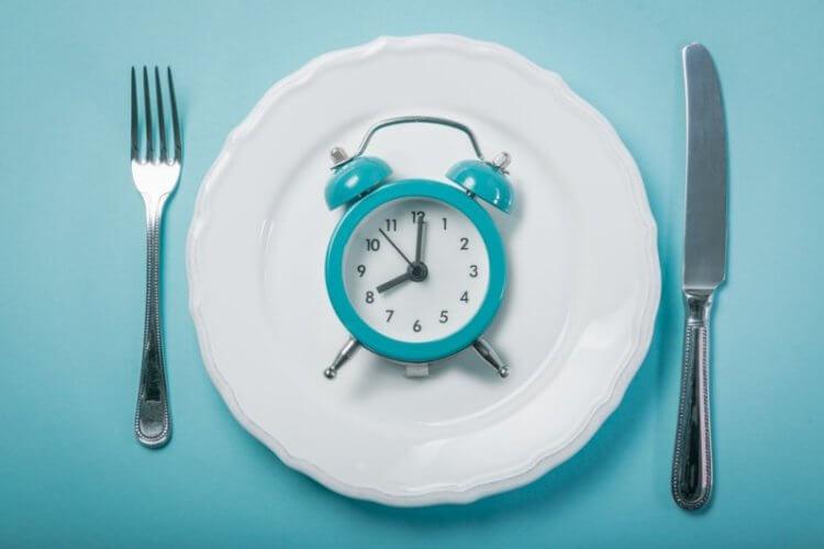 Что такое интервальное голодание и как оно влияет на организм