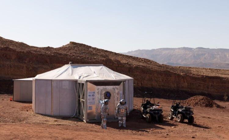Шесть людей проведут месяц в пустыне, чтобы ощутить себя как на Марсе