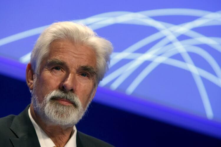 Клаусс Хассельманн, немецкий физик и исследователь климата, на пресс-конференции в Мадриде в 2010 году. Он создал модель, которая связывает погоду и климат.